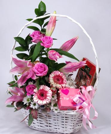 Virágposta - Édes virágkosár liliomokkal és rózsákkal