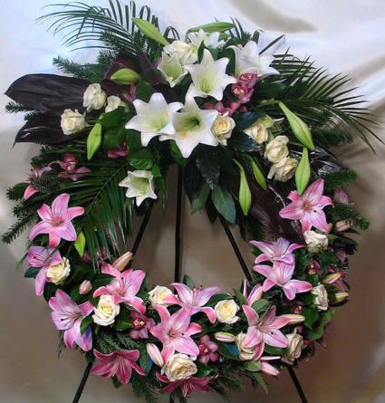 Virágposta - Görög koszorú liliomokkal, rózsákkal, orchideákkal