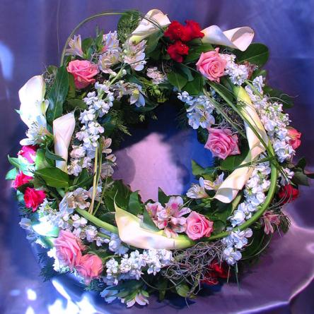 Virágposta - Görög koszorú rózsaszín rózsákkal