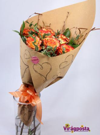 Virágposta - Narancs rózsák papírtölcsérben