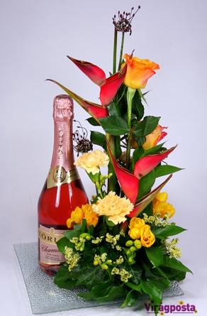 Virágposta - Ajándék Virágtál Törley rozé pezsgővel