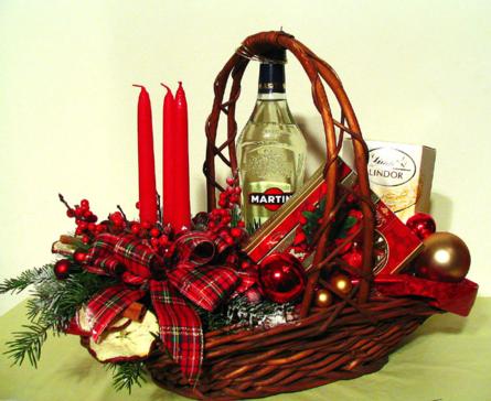 Virágposta - Karácsonyi ajándékkosár, klasszikus asztaldísszel