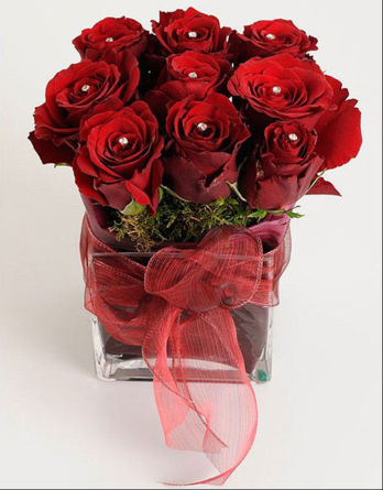 Virágposta - Swarovskis vörösrózsa üvegkockában