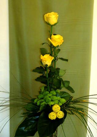 Virágposta - Sárga rózsák nyújtott csokorban