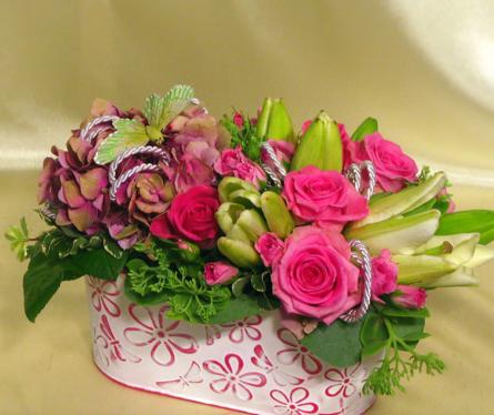 Virágposta - Virágtál rózsákkal, hortenziával és liliommal