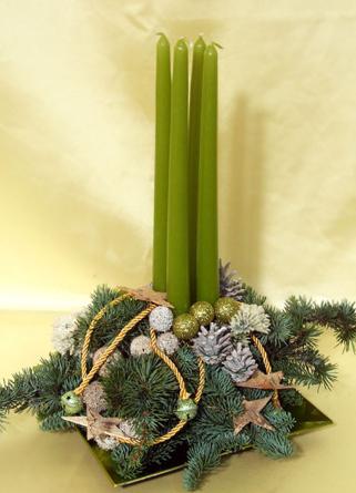 Virágposta - Karácsonyi dísz zöld hosszú gyertyákkal