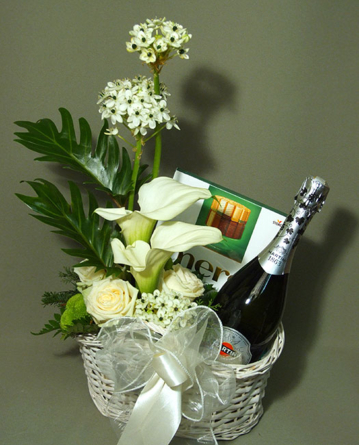 Virágposta - Ajándékkosár Martini pezsgővel