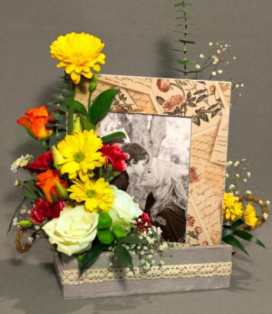Virágposta - Egy gyönyörű emlék - virágdísz fényképtartóval