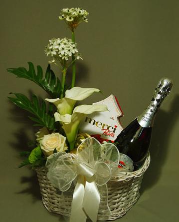 Virágposta - Karácsonyi kosár Martini pezsgővel