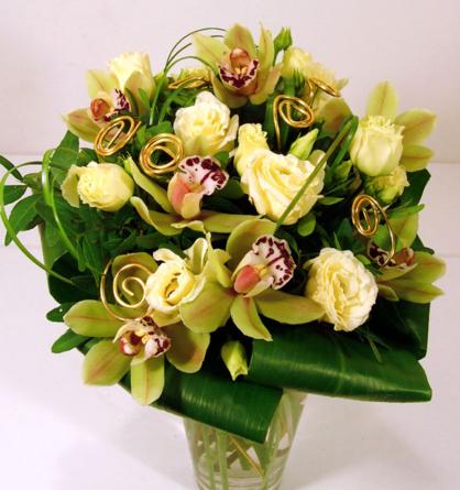 Virágposta - Zöld és arany - ajándékcsokor orchideákkal és liziantusszal
