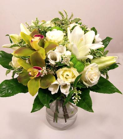 Virágposta - Fehér csokor orchideákkal