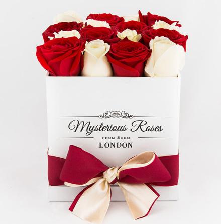 Virágposta - Rózsabox piros-fehérben - Rózsadoboz