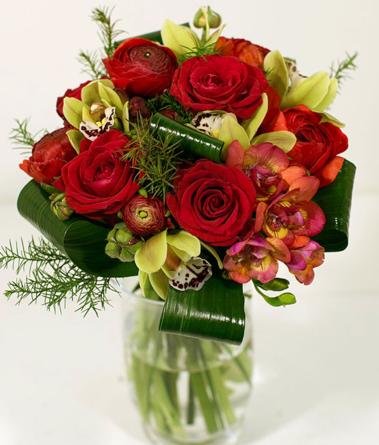 Virágposta - Gömb csokor vörös rózsákkal és orchideákkal