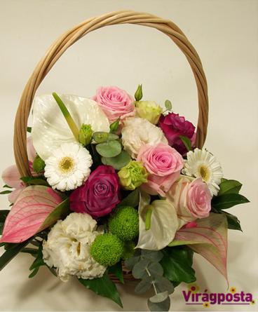 Virágposta - Virágkosár rózsaszín rózsákkal és anthuriumokkal