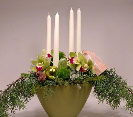 Virágposta - Karácsonyi orchideák krém gyertyákkal