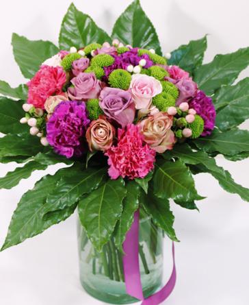 Virágposta - Gömbcsokor lila rózsákkal és bársonyos szegfűkkel