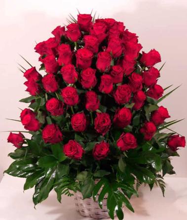 Virágposta - Vörös rózsák kosárban