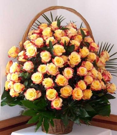 Virágposta - Rózsakosár cirmos narancs rózsákkal