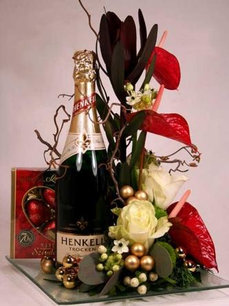 Virágposta - Henkell pezsgő elegáns tálon - VIP ajándék