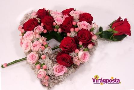 Virágposta - Szívembe találtál - virágszív rózsákkal