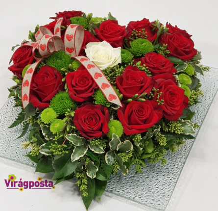 Virágposta - Rózsás szív üvegtálon - vörös rózsák