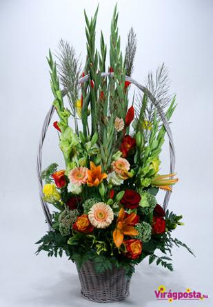 Bailey's - Nyárias virágkosár kardvirágokkal és rózsákkal